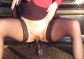 Amateur Fotze vergnügt sich beim Autosex
