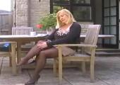 Hausfrau masturbiert outdoor